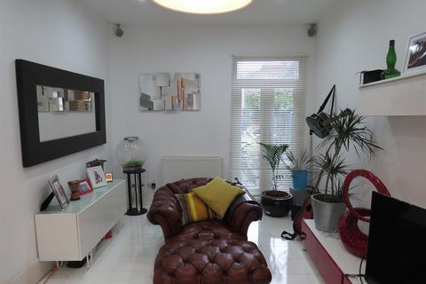 3 bedroom terraced house for sale - Kingsbury Road,