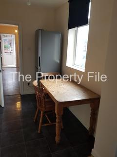 3 bedroom semi-detached house to rent - Yew Tree Road M14