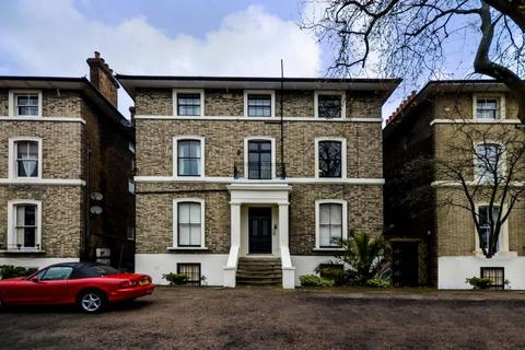 2 bedroom ground floor flat for sale - Shooters Hill Road, London SE3