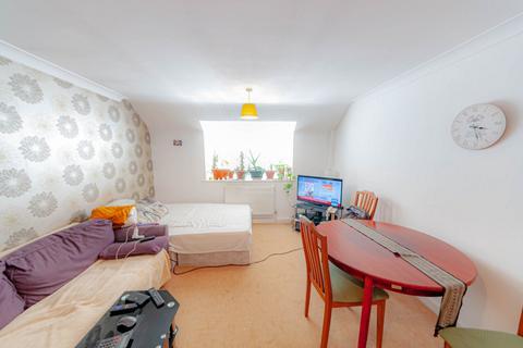 1 bedroom flat for sale - Courtyard Mews, Rainham, RM13