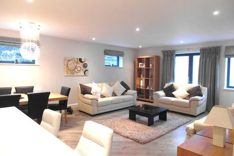 2 bedroom flat to rent - Pittville Crescent, Pittville, Cheltenham, GL52