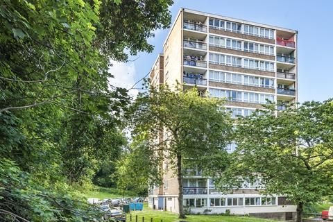 2 bedroom flat for sale - High Level Drive London SE26