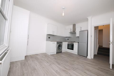 2 bedroom flat to rent - Fairwood Court, Leytonstone, London. E11