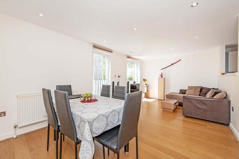 2 bedroom flat to rent - Walton Road, London E12