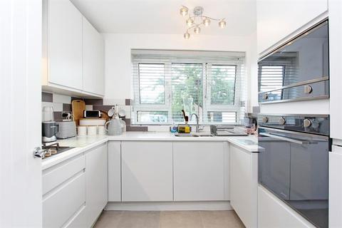 2 bedroom flat for sale - Walters House Lettsom Street , Camberwell , London, SE5 8HZ