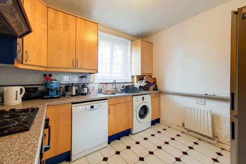 3 bedroom flat to rent - Stockwell Gardens Estate, London SW9