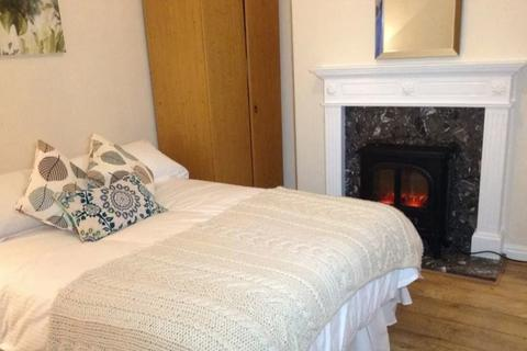 4 bedroom barn conversion to rent - Tillotson Road, London