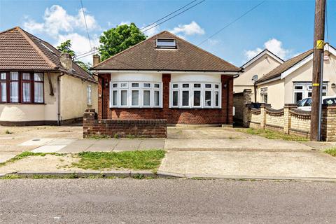 4 bedroom detached bungalow for sale - Stanley Road North, Rainham, Essex, RM13