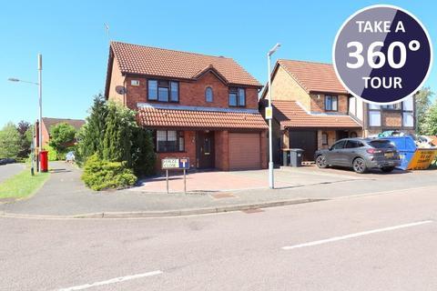 4 bedroom detached house for sale - Furze Close, Bushmead, Luton, Bedfordshire, LU2 7UB