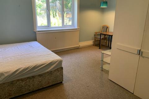 1 bedroom in a house share to rent - St Albans Crescent, Bournemouth, Dorset