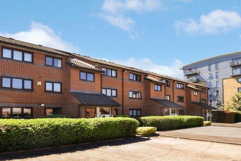 1 bedroom flat to rent - Brymay Close, Bow E3