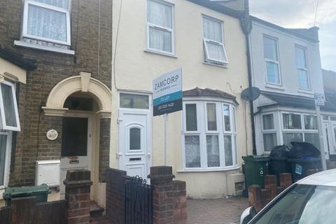 4 bedroom flat to rent - Ickworth Park Road, Walthamstow, London E17