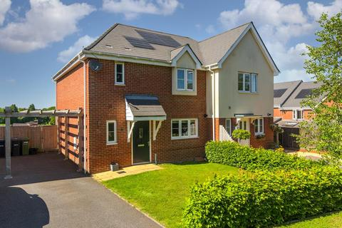 3 bedroom semi-detached house for sale - Tealby Close, Lower Kingswood, Tadworth