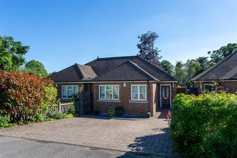 2 bedroom semi-detached bungalow for sale - Nork Gardens, Banstead