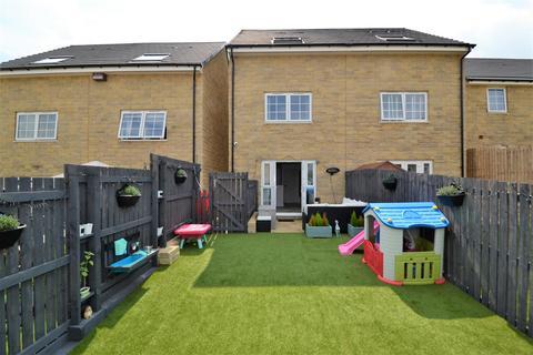 4 bedroom semi-detached house for sale - Rambling Walk, Clayton, Bradford