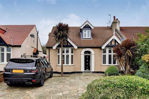 4 bedroom bungalow for sale - Levett Gardens, Seven Kings, Essex, IG3