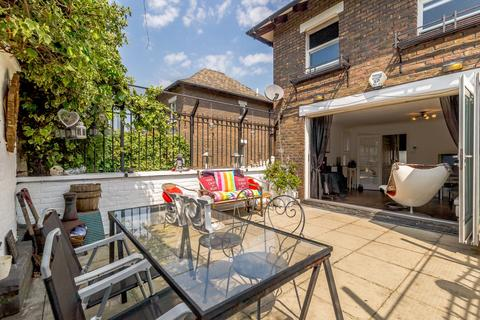 2 bedroom mews for sale - Usborne Mews, London, SW8