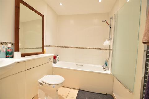 2 bedroom flat to rent - Mosaic Apartments26 High Street Slough Berkshire