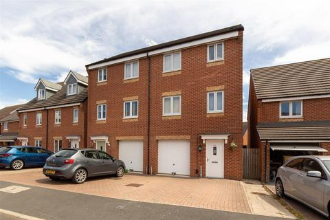 4 bedroom townhouse for sale - Brookville Crescent, Greenvale Park, Newcastle Upon Tyne