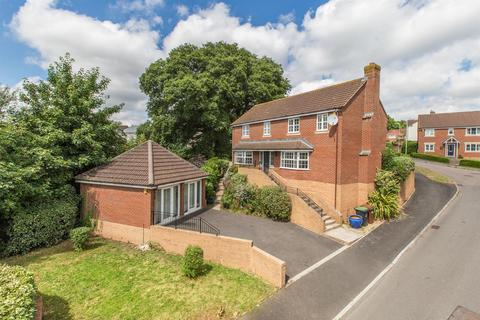4 bedroom detached house to rent - Southfield Drive, Crediton