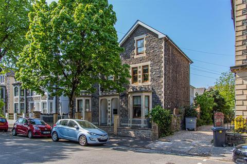 2 bedroom flat to rent - The Walk, Roath