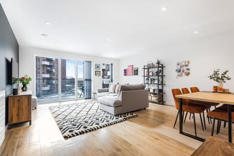 3 bedroom flat for sale - Station Approach, Sydenham