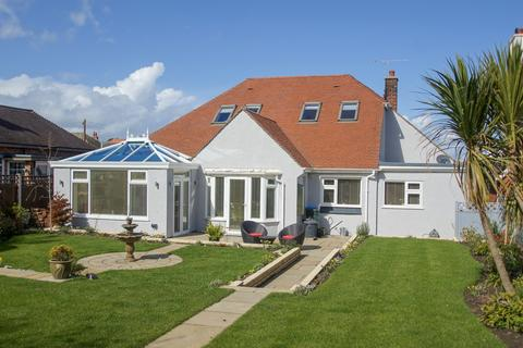 4 bedroom detached bungalow for sale - Holbeck Road, Rhos on Sea LL28