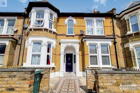 2 bedroom ground floor flat for sale - Forest Drive East, London, Greater London. E11