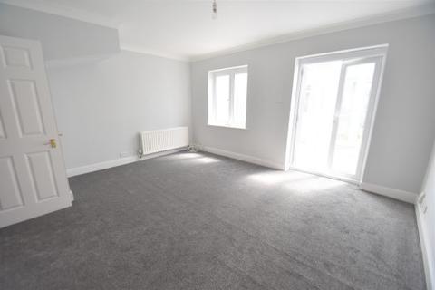 4 bedroom semi-detached house to rent - Shelburne Drive, Hounslow