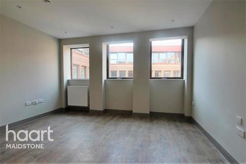 Studio to rent - Brenchley House, ME14 1RF