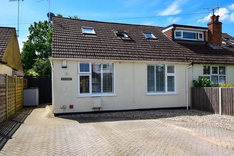 3 bedroom semi-detached house for sale - Oxford Avenue, Burnham, SL1