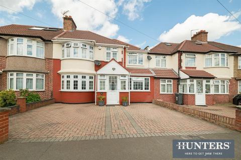 4 bedroom semi-detached house for sale - Eton Avenue , Heston , TW5
