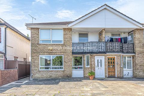 2 bedroom flat for sale - Bramley Road, Southgate