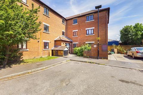 2 bedroom flat for sale - Tawny Close, Feltham, TW13