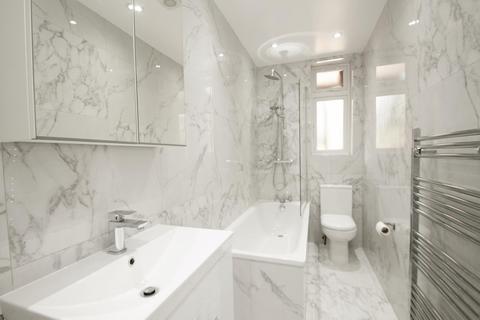 2 bedroom apartment to rent - North Circular Road, N13