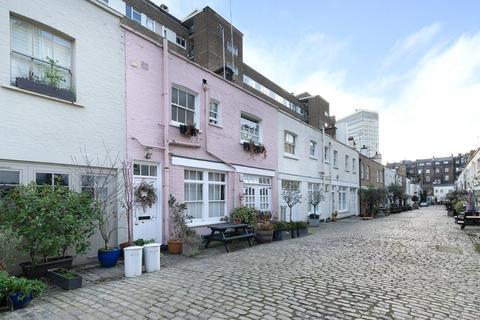3 bedroom mews for sale - Bathurst Mews, Hyde Park Estate, Lancaster Gate, London, W2