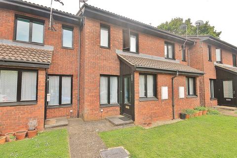 1 bedroom terraced house to rent - Aspen Close, Staines, Middlesex, TW18