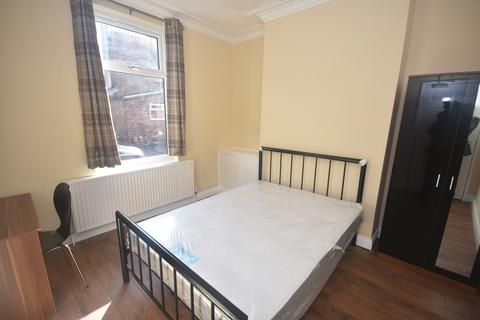 4 bedroom end of terrace house to rent - Hibbert St, Manchester. M14 5NR