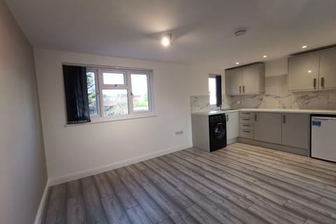 Studio to rent - Meyrick Avenue, Luton, Bedfordshire, LU1