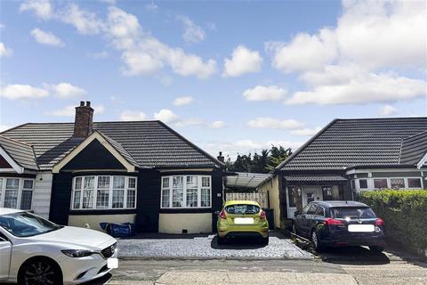 2 bedroom semi-detached bungalow for sale - Adelaide Gardens, Romford, Essex