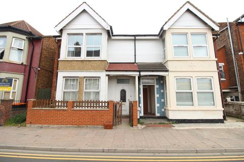 4 bedroom semi-detached house to rent - Ashburnham Road, Bedford, MK40
