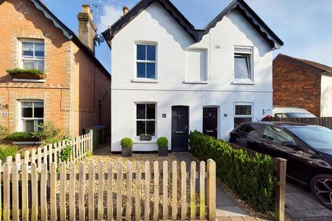 2 bedroom semi-detached house for sale - St Leonards Road, Horsham