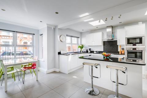 6 bedroom terraced house for sale - Aston Terrace, Cathles Road, London, SW12