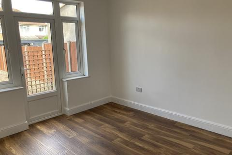 3 bedroom semi-detached house to rent - Mile Road, Bedford