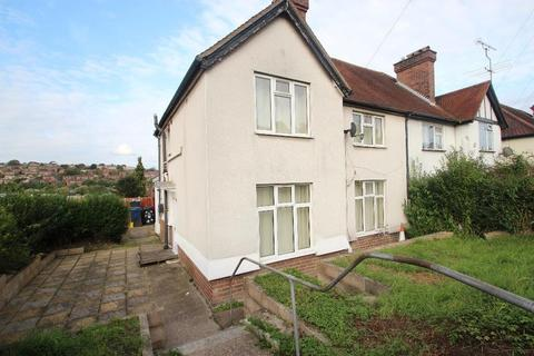 Studio to rent - Suffield Road, Hp11