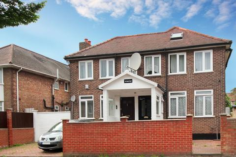 3 bedroom flat to rent - Carlisle Avenue, W3