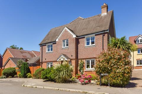 3 bedroom semi-detached house for sale - Garstons Way, Holybourne, Alton