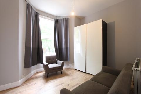 1 bedroom ground floor flat to rent - Kelvin Road, London