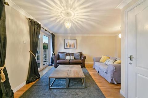 3 bedroom end of terrace house to rent - Schooner Close, London