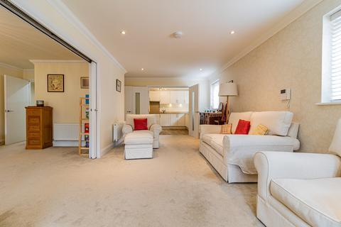 2 bedroom ground floor flat for sale - Fleur De Lis, Haywards Heath